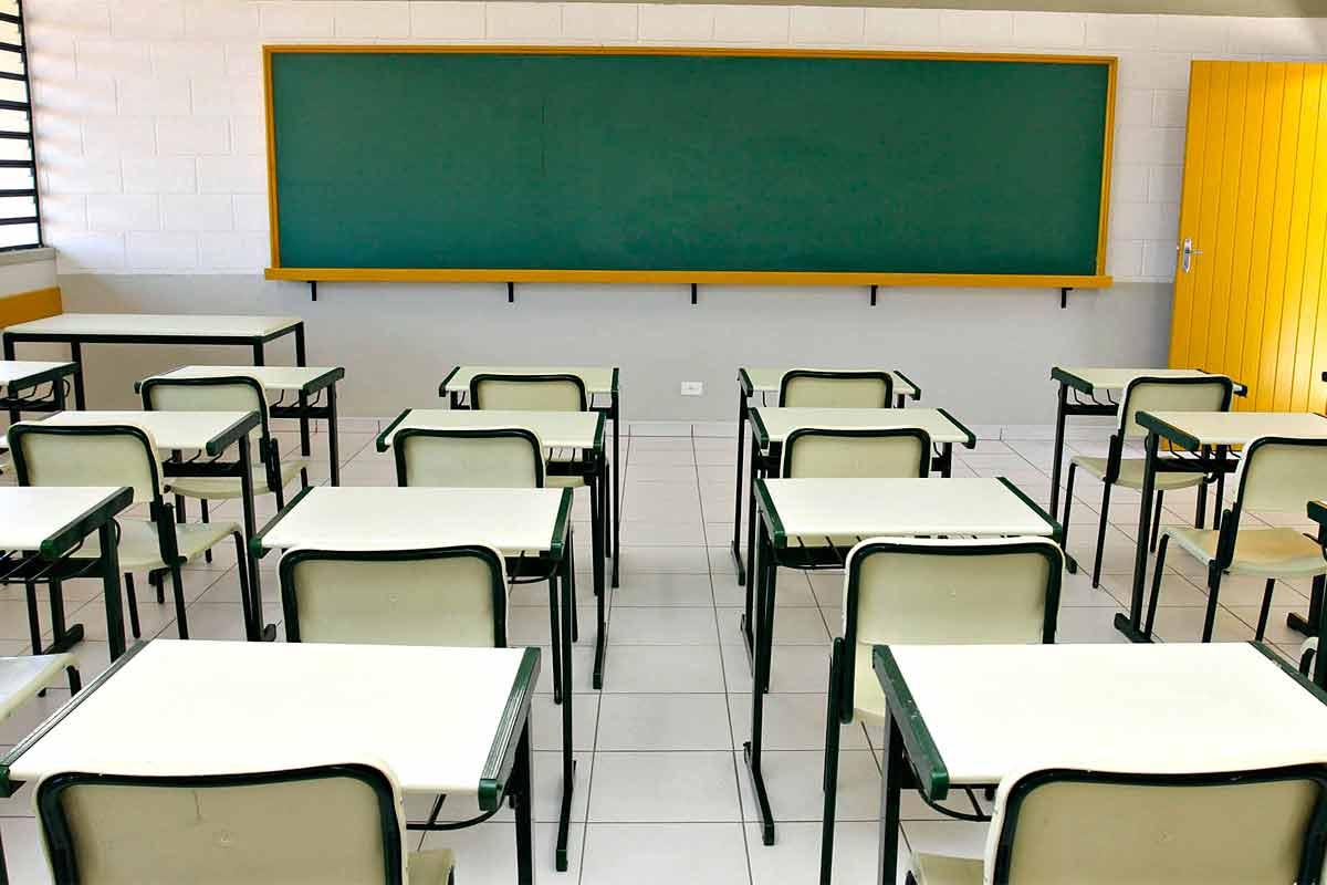 Fotografia de sala de aula vazia
